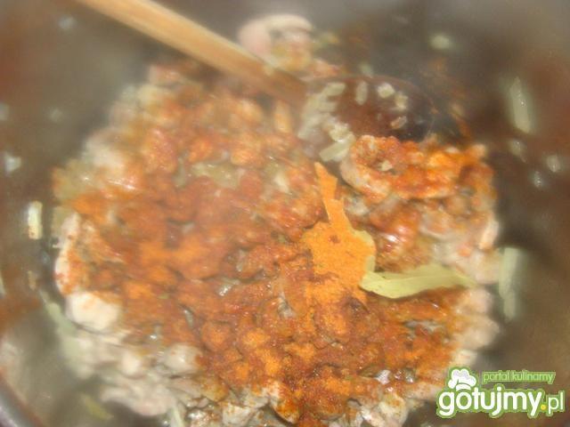 Gulasz z żołądków kurzych