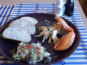 Homar z ziołowym masłem i bagietką