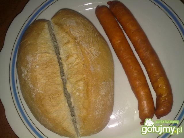Hot-dogi z kiełbasek serowych