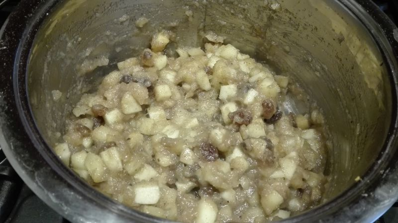 Jabłecznik migdałowy z nasionami chia i rodzynkami