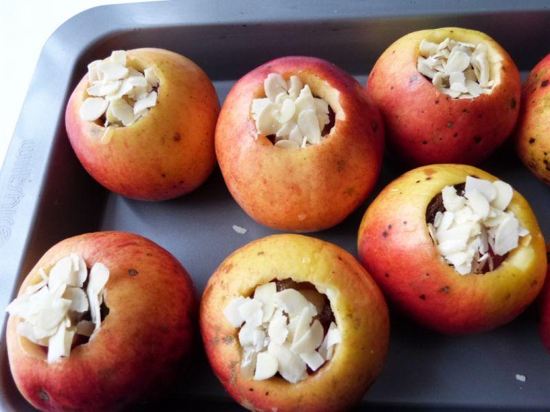 Jabłka pieczone z wiśniami i miodem