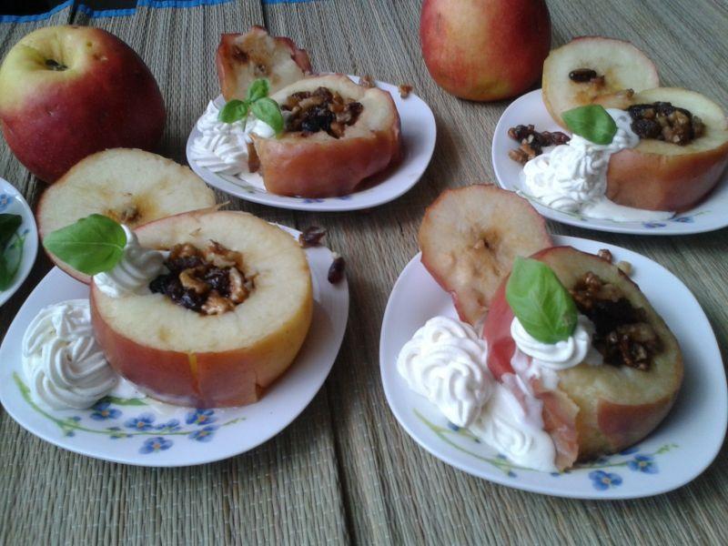 Jabłka zapiekane z nutką cynamonową