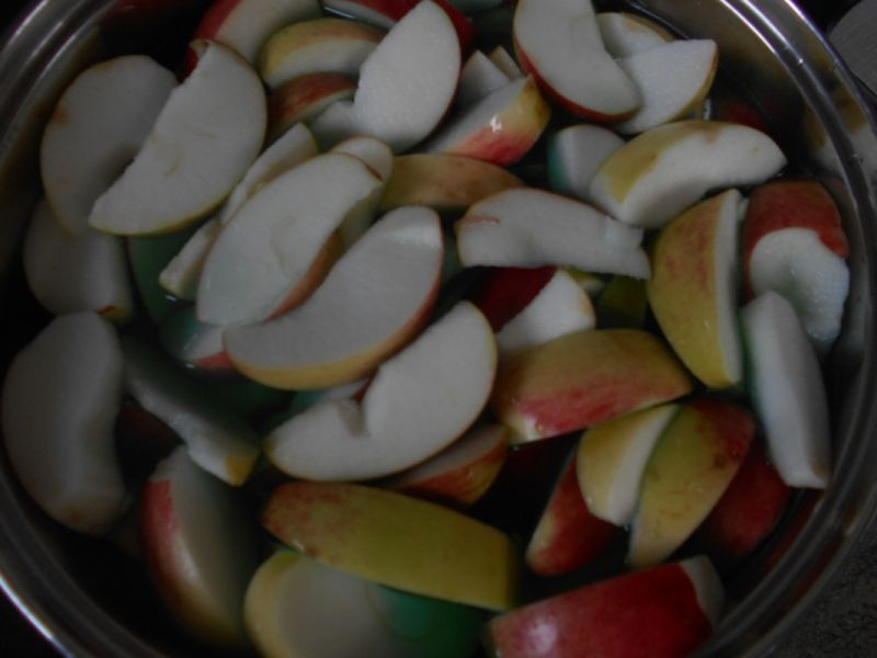 Jabłkowy kompot z syropem miętowym