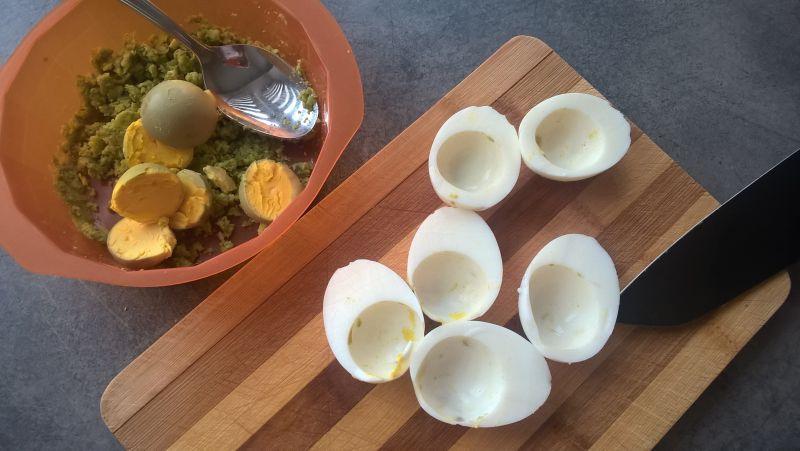 Jajka faszerowane bobem