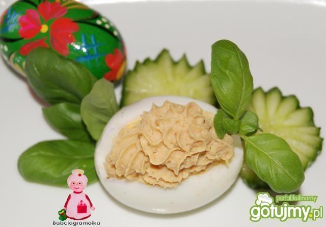 Jajka faszerowane pasztetem drobiowym: