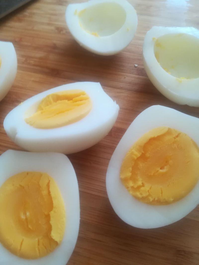 Jajka faszerowane (pomidor, cukinia, parówka)
