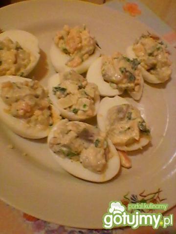 Jajka faszerowane sałatką śledziową