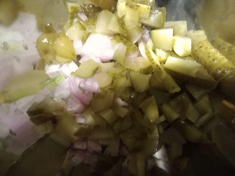 Jajka faszerowane selerem naciowym