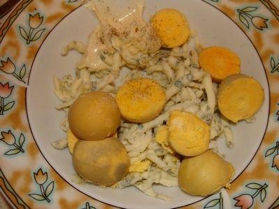 Jajka faszerowane serem lazur