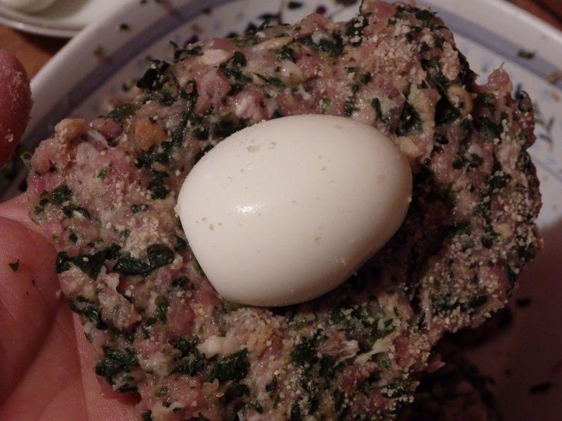 Jajka po szkocku ze szpinakiem