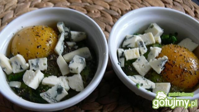 Jajka z brokułami w kokilkach