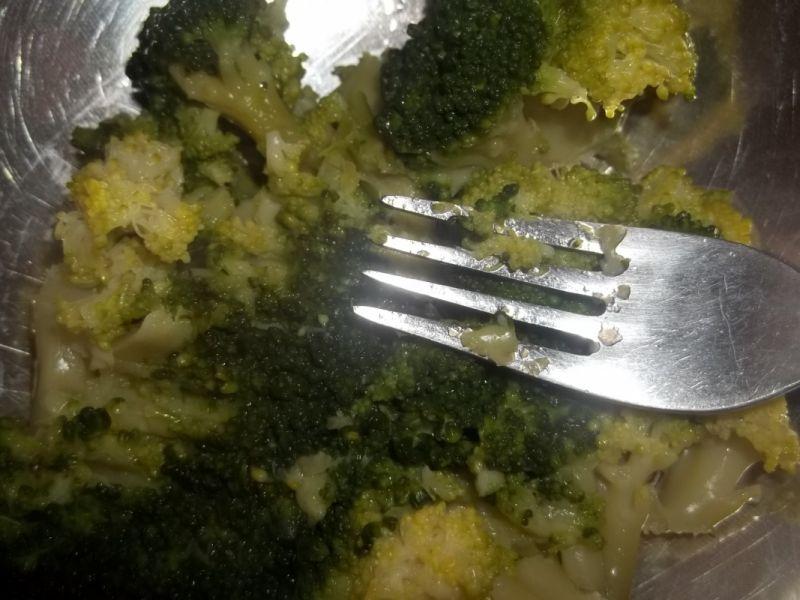 Jajka z farszem brokułowym