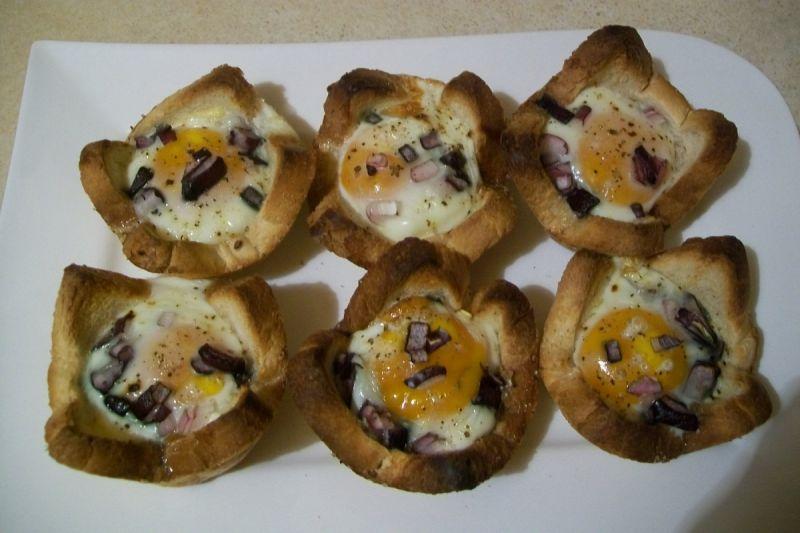 Jajka zapiekane w chlebie tostowym
