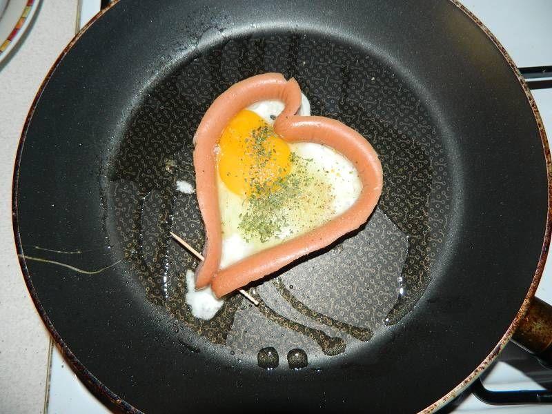 Jajko w parówkowym sercu