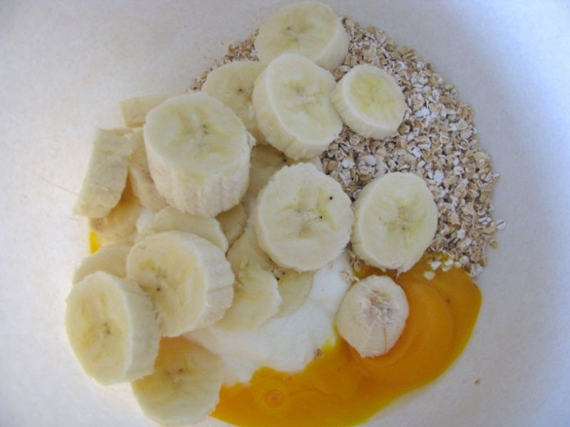 Jogurtowe placki otrębowe z bananem i jabłkiem