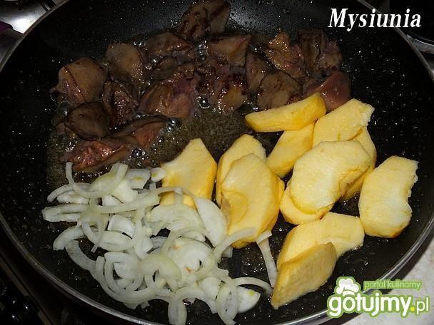 Kacze wątróbki w sosie jabłkowym