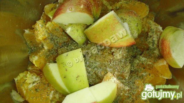 Kaczka faszerowana jabłkiem i pomarańczą