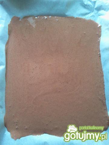 Kakaowa rolada biszkoptowa z malinami