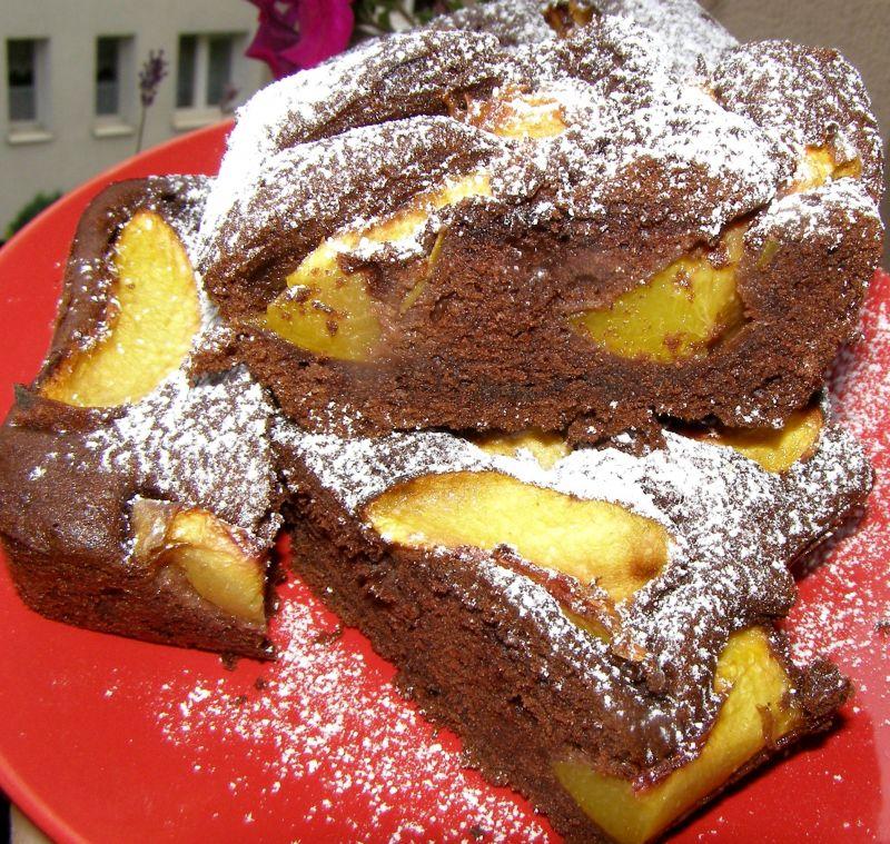 Kakaowo-kawowe ciasto z brzoskwiniami