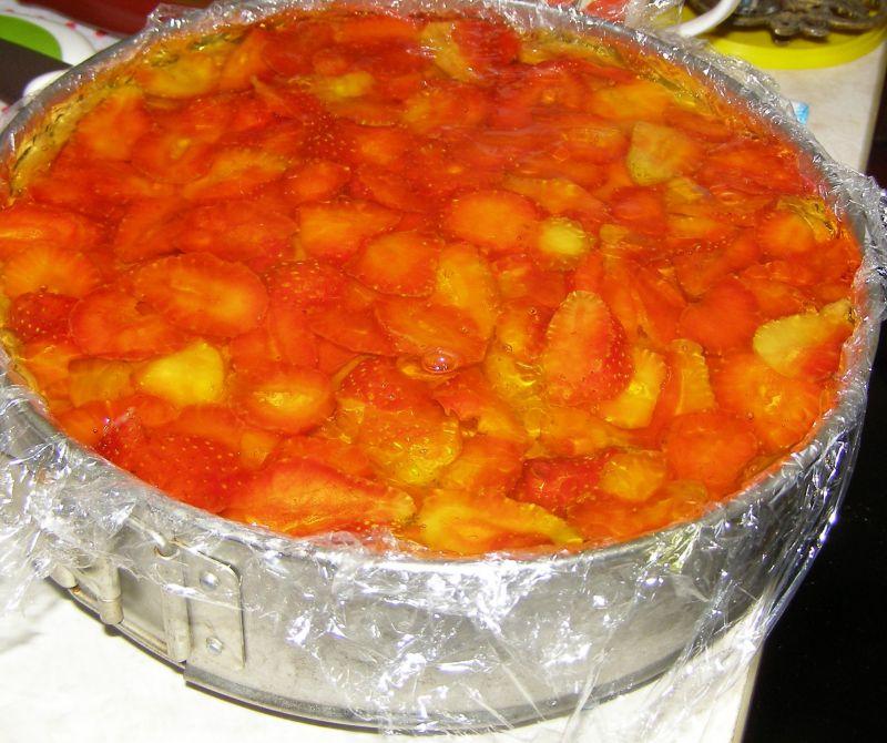 Kakaowy sernik na zimno z truskawkami,galaretką