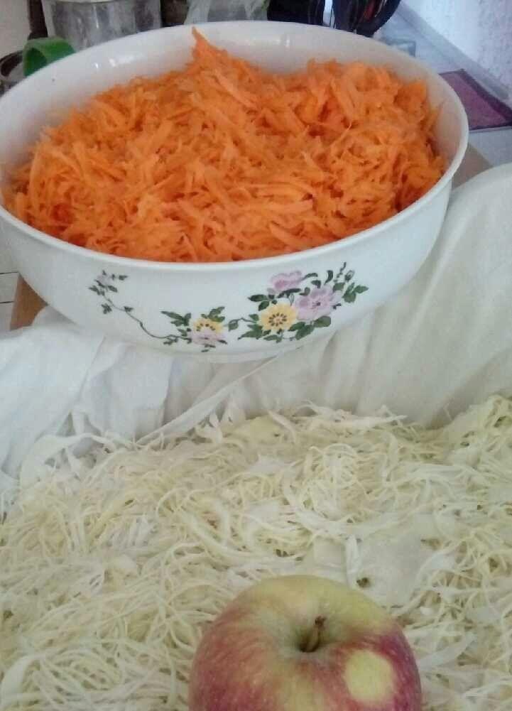 Kapusta kiszona z dodatkiem marchewki