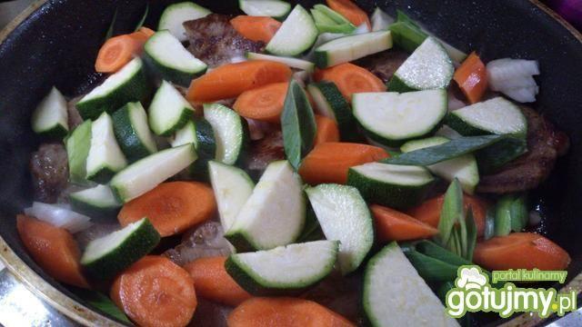 Karczek duszony w warzywach