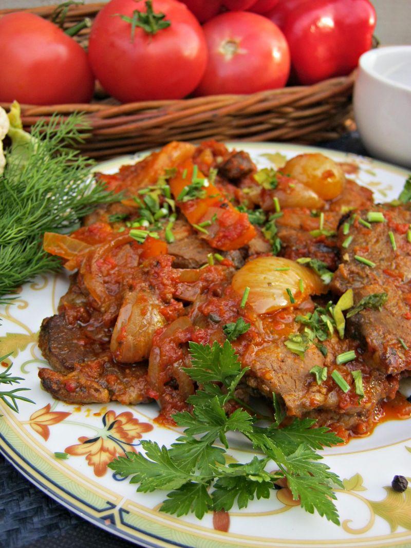 Karkówka w ajwarze i pomidorach