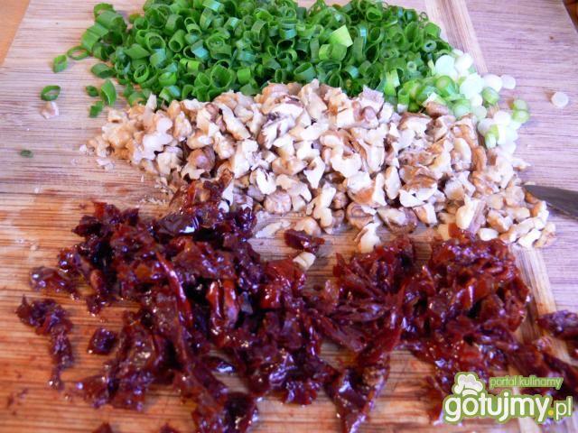 Kasza gryczana z orzechami i pomidorami