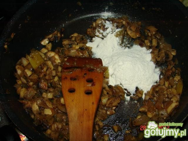 Kasza gryczana z sosem pieczarkowym