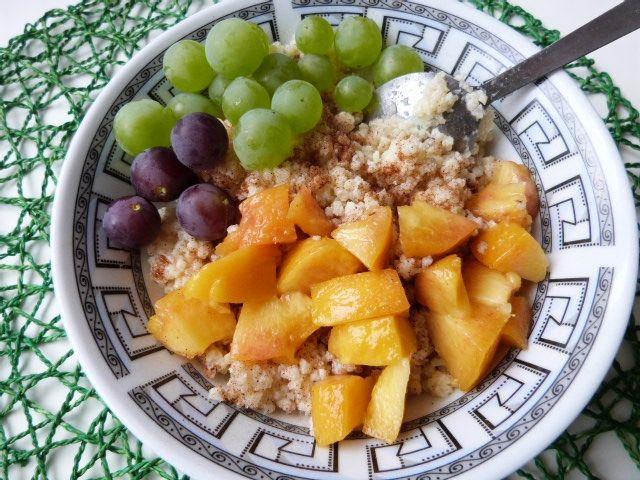 Kasza jaglana z owocami i cynamonem
