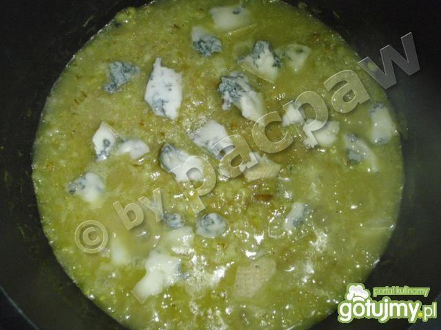 Kasza jęczmienna z gorgonzolą i kiełkami