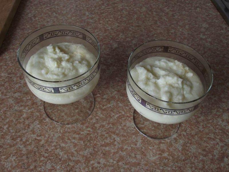 Kasza manna z pieczonymi truskawkami i migdałami