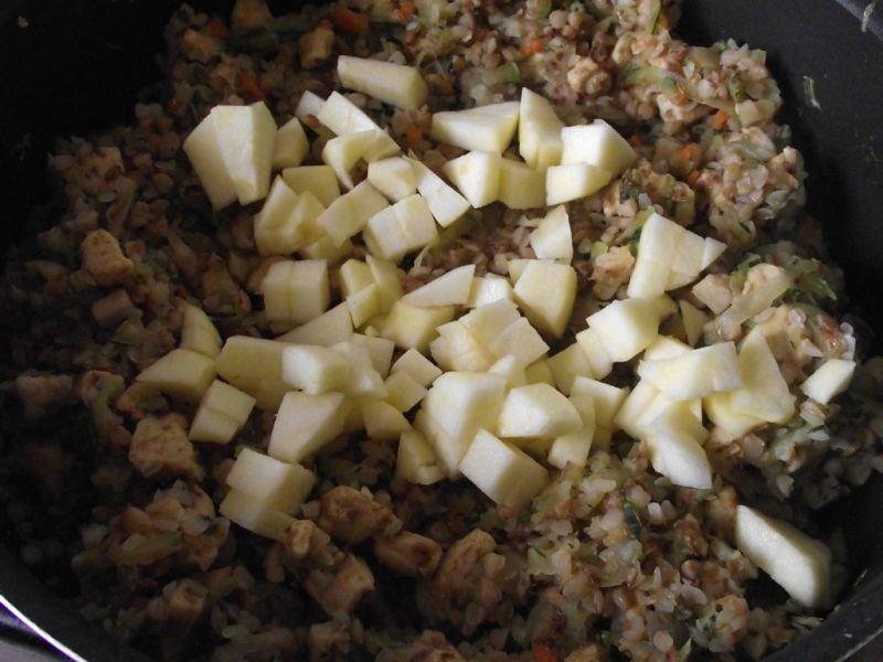 Kaszotto z kurczakiem, cukinią i jabłkiem