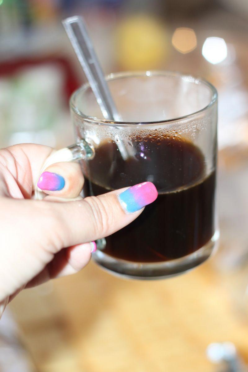 Kawowa pianka na krakersach i kremie śmietankowym