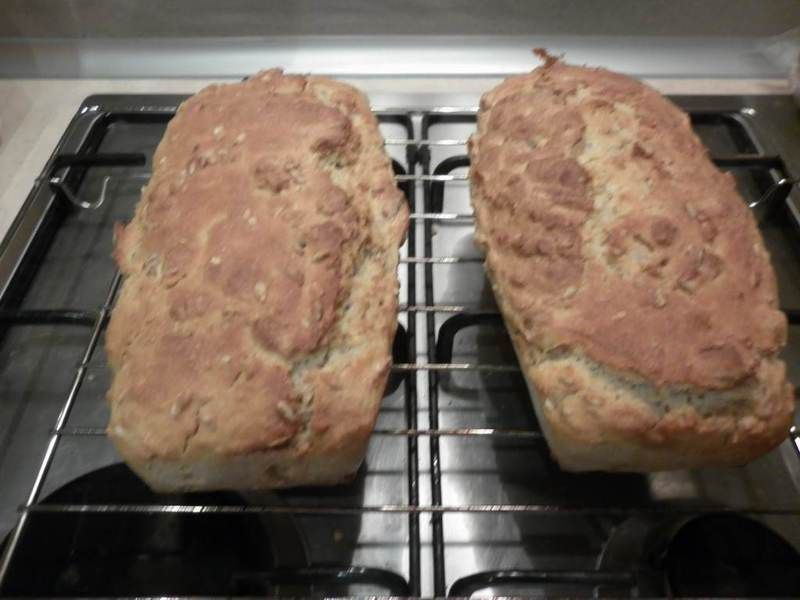 Kefirowy chlebek z morelami i płatkami owsianymi