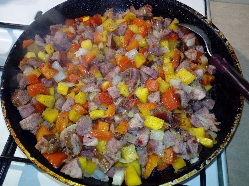 Kiełbaska duszona z warzywami