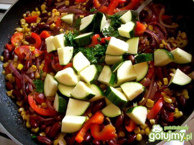 Kiełbaski w warzywnej potrawce