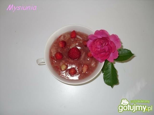 Kisiel truskawkowy z poziomkami