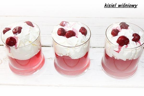 Kisiel wiśniowy ze śmietaną i owocami