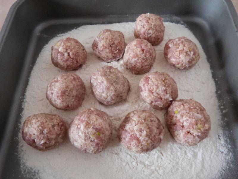 Klopsy w sosie z makaronem