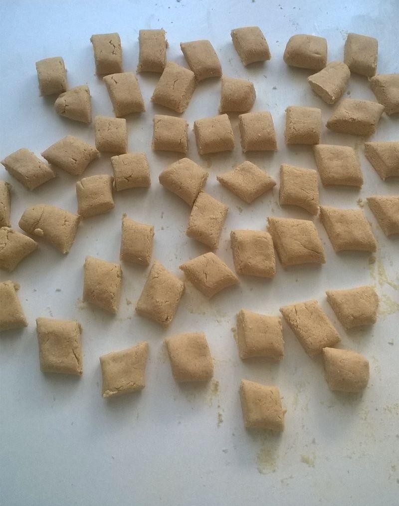 Kluski kokosowe z sosem jagodowym