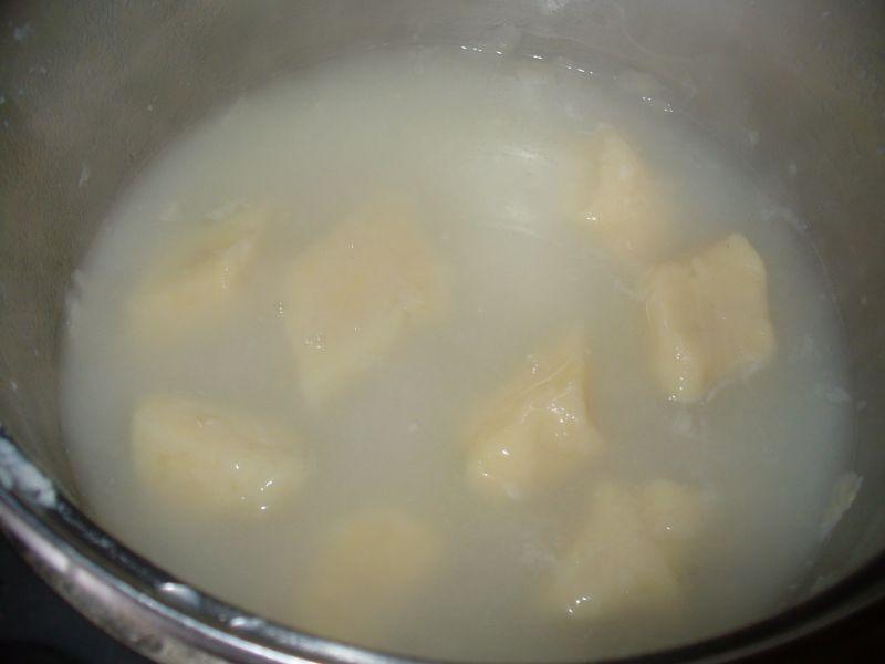 KLuski leniwe z ziemniakami i serem z truskawkami