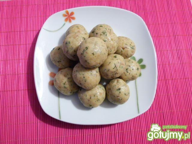 Kluski ziemniaczane z koperkiem i cebulą