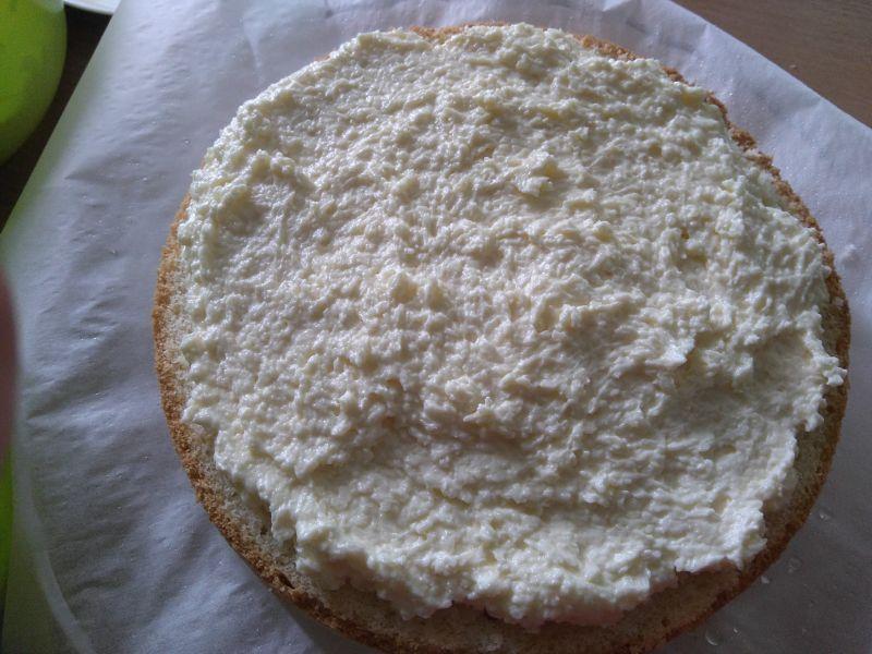 Kokosowy tort z truskawkami