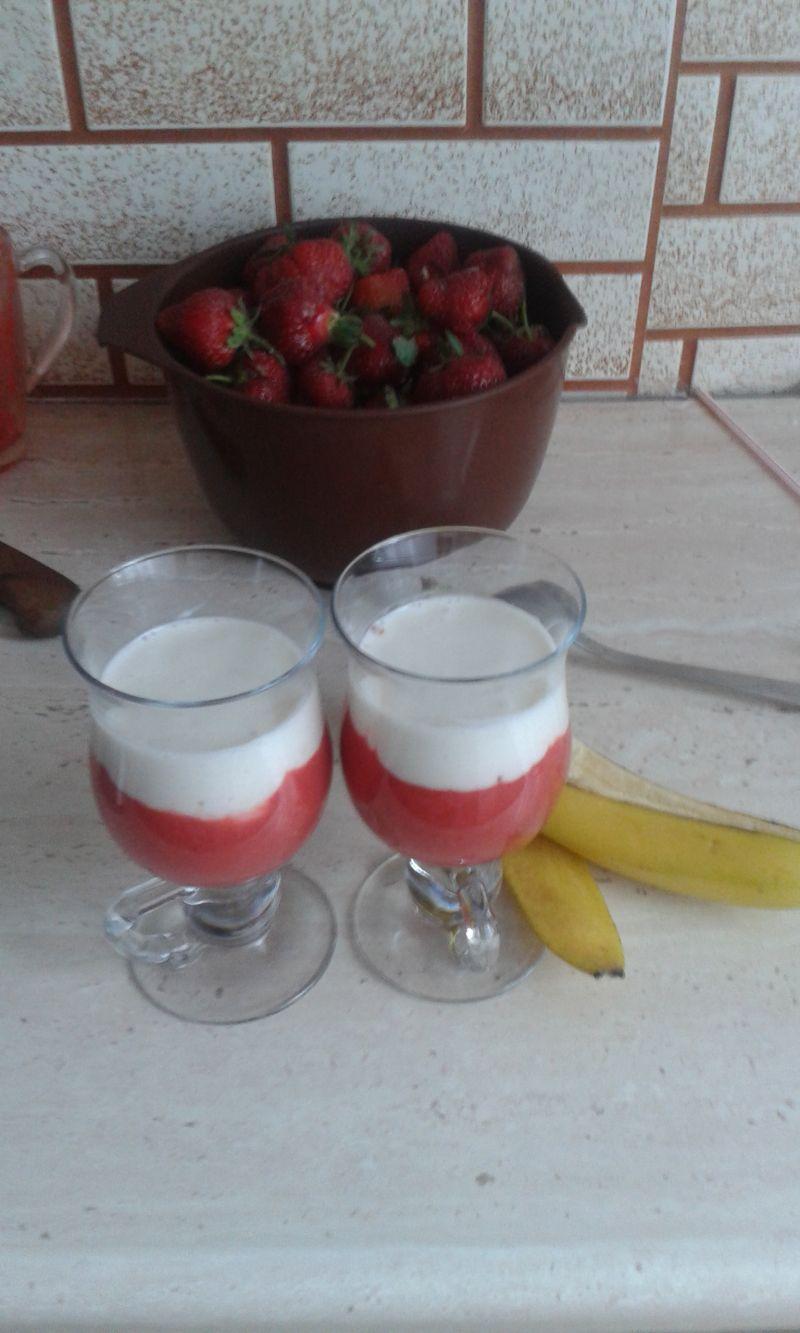 Koktajl bananowo truskawkowy