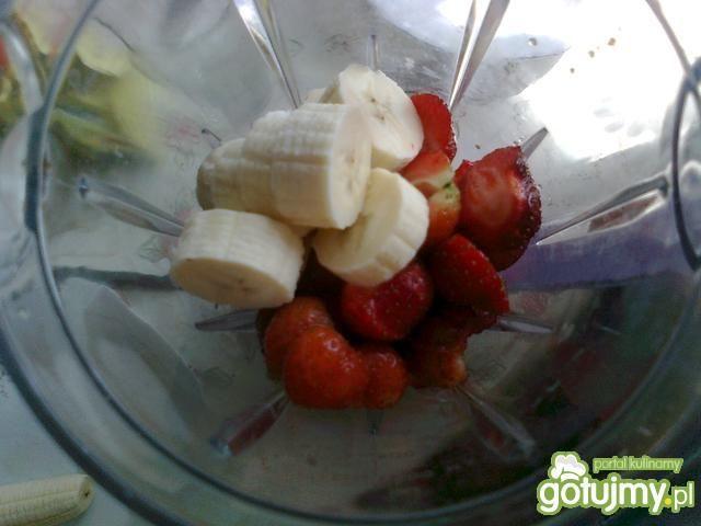 Koktajl bananowo- truskawkowy z miodem