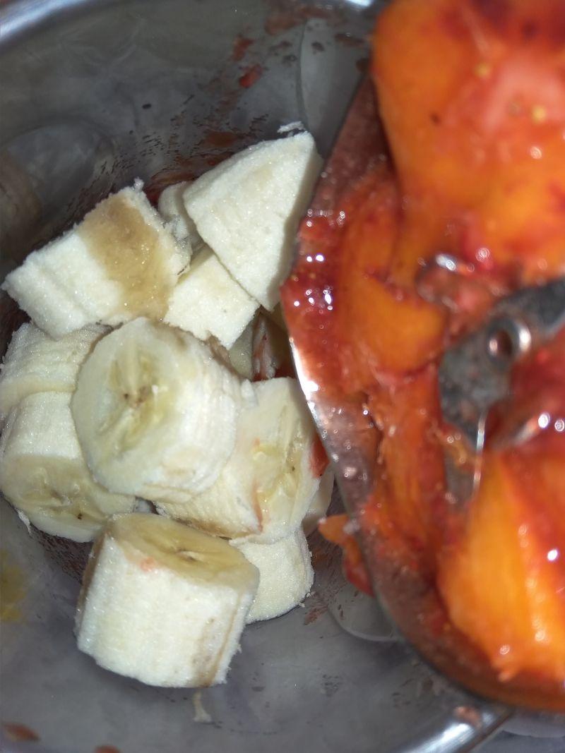Koktajl truskawkowo bananowo morelowo nagietkowy.