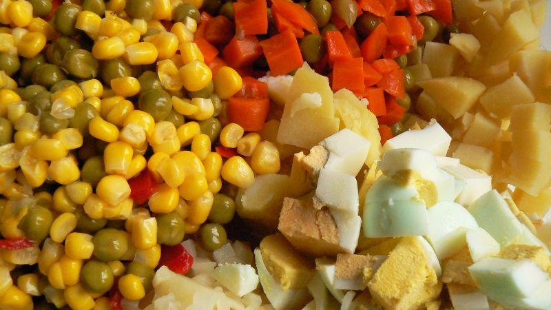 Kolorowa sałatka jarzynowa
