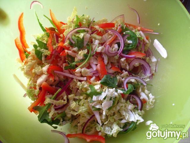 Kolorowa salatka z grejfrutem