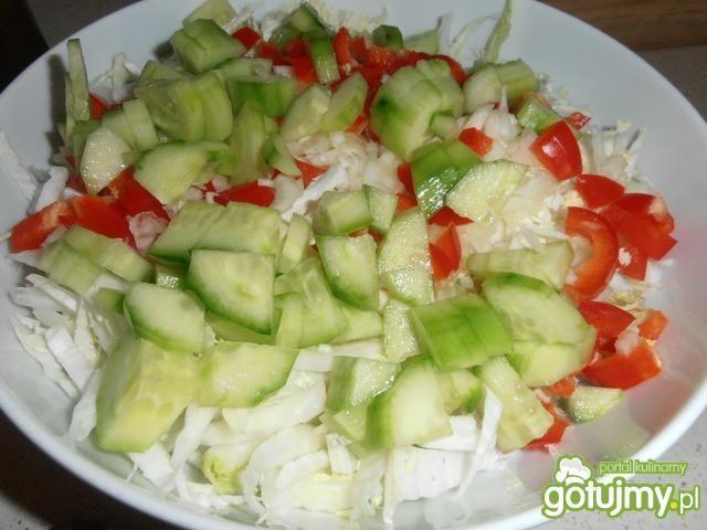 Kolorowa sałatka ze szczypiorkiem